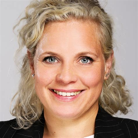 Kareen Ludwig - Executive Consultant HR & Business Support